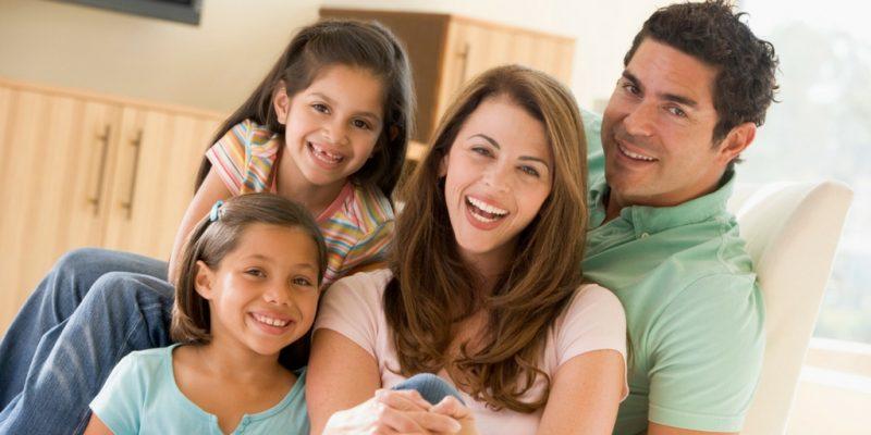 Familia Feliz en Casa Nueva