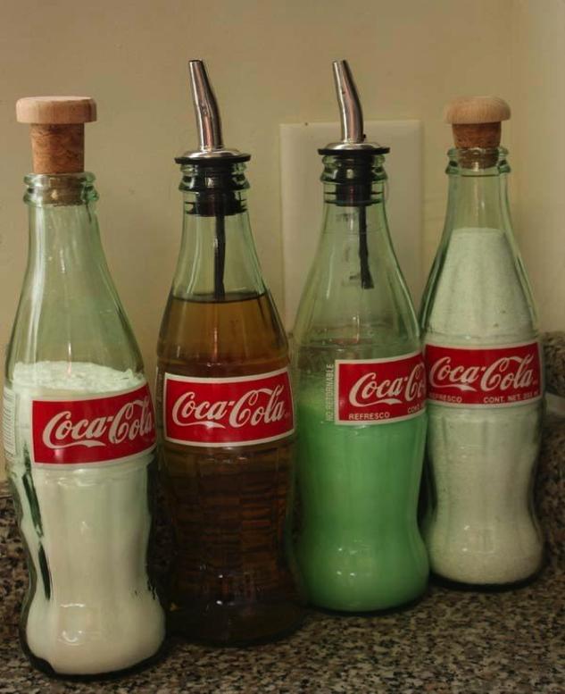 botellas de refrescos para guardar el aceite, el azúcar, la harina, el pan molido, arroz, la sal