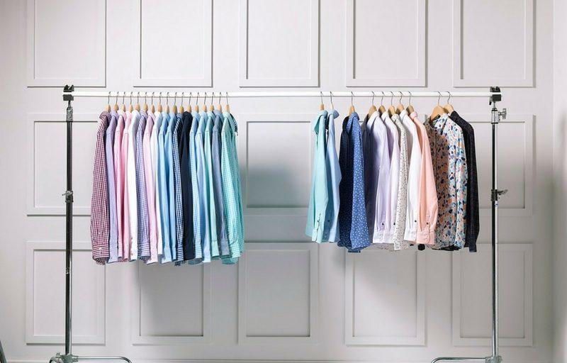 Camisas en un Clóset Expuesto