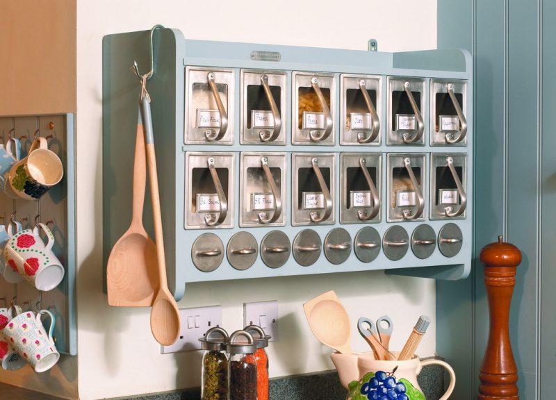 colgadores en la cocina