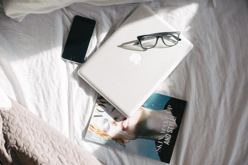 computadora en una cama
