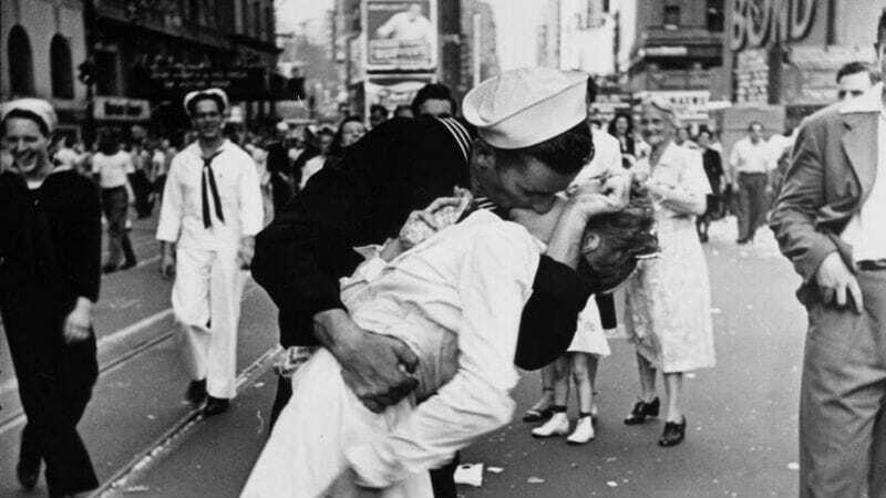 Beso al Final de la Segunda Guerra Mundial
